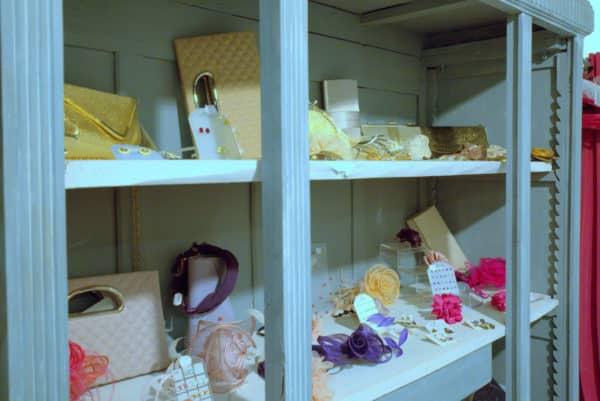 Boutique Lune de Miel Accessoires Mariage 6 - Étagère d'accessoires colorés