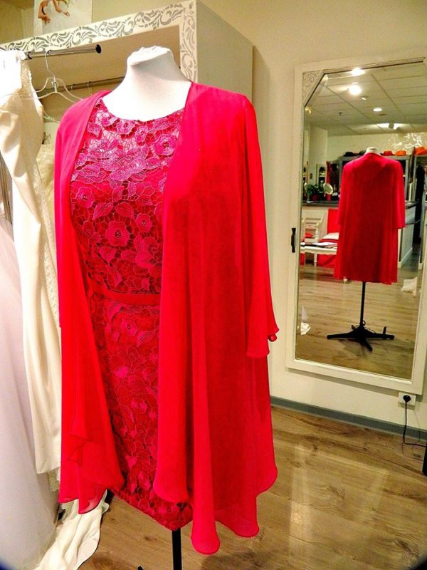 Fashion New York NY2788 ensemble robe courte en dentelle guipure veste mousseline coloris magenta taille 52 305€ au lieu de 359€ - Fashion New York NY2788