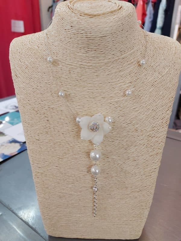 20201209 121458 - Collier fantaisie en perles et fleur en tissu
