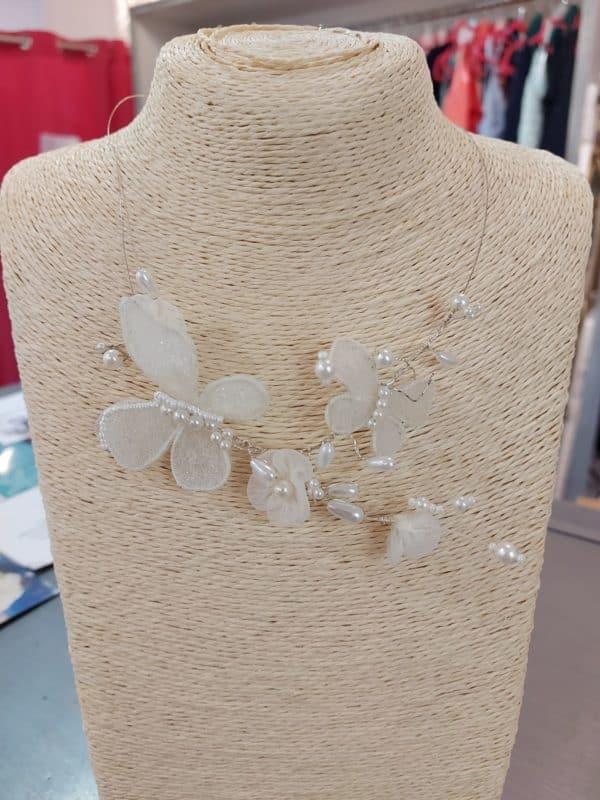 20201209 121759 - Collier fantaisie en perles et papillons en tissu